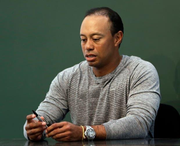 Tiger Woods no puede salir de su espiral de conflictos