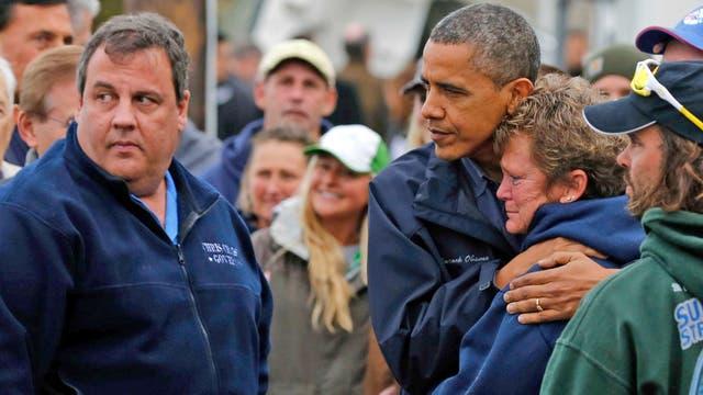 Obama, con el gobernador Chris Christie y víctimas del huracán Sandy
