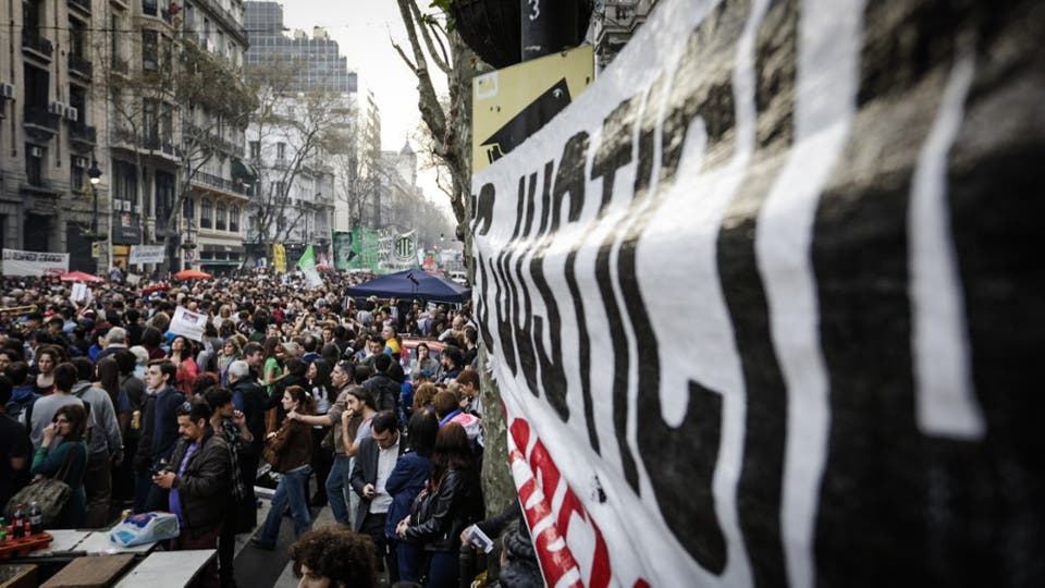 Miles de personas se concentran en Plaza de Mayo por la aparición con vida de Santiago Maldonado. Foto: LA NACION / Hernán Zenteno