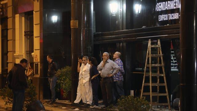 Una oficina de Gendarmería cercana a la Plaza también fue atacada