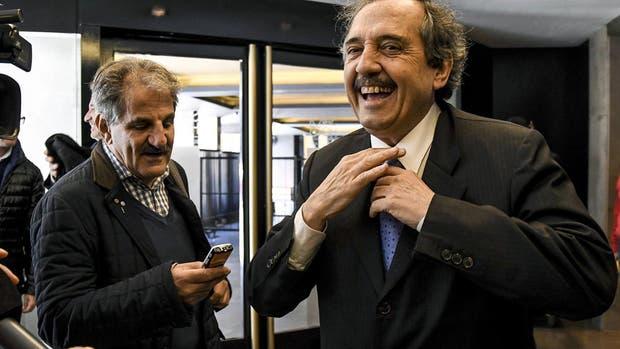Alfonsín, ayer, a su llegada a la cumbre de la UCR