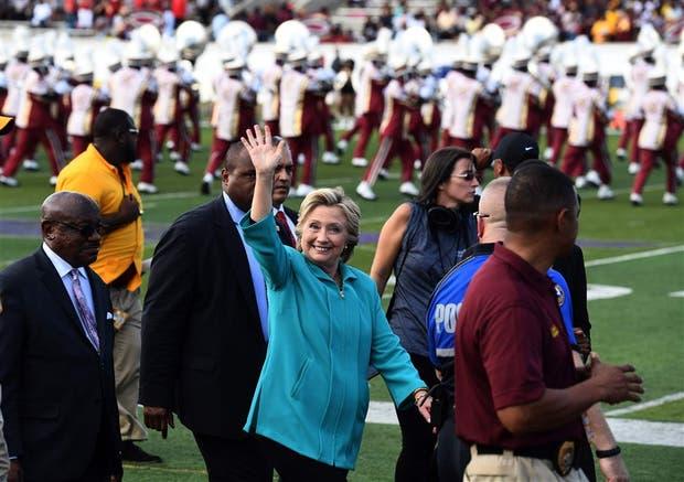 Hillary se acerca a la comunidad LGBT — Estados Unidos