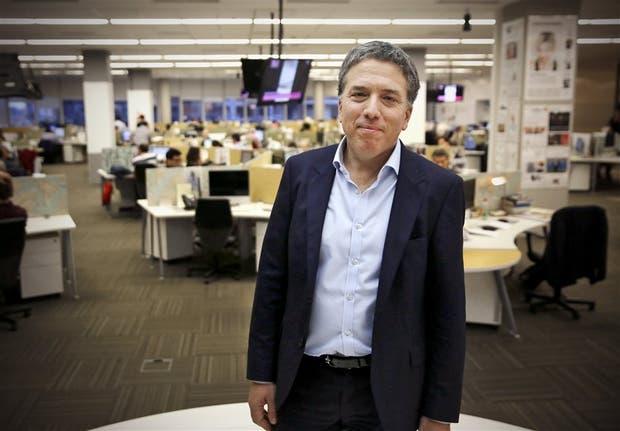 El ministro de Hacienda, Nicolás Dujovne, en la redacción del diario LA NACION