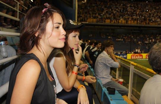Aquí, la chicas viendo el partido.... Foto: Jorge Amado Group