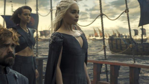 Daenerys Targaryen zarpa hacia Westeros en el final de la temporada anterior; en estos nuevos capítulos pisará por primera vez el reino desde que comenzó la serie