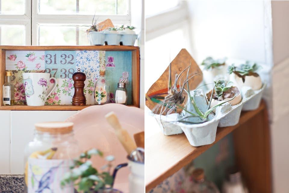 """""""La cocina es el ambiente más luminoso, el corazón de la casa. Es donde paso mis días trabajando y recibiendo amigos. Todo lo que hay es a la vez decorativo y funcional"""".  /Javier Picerno"""