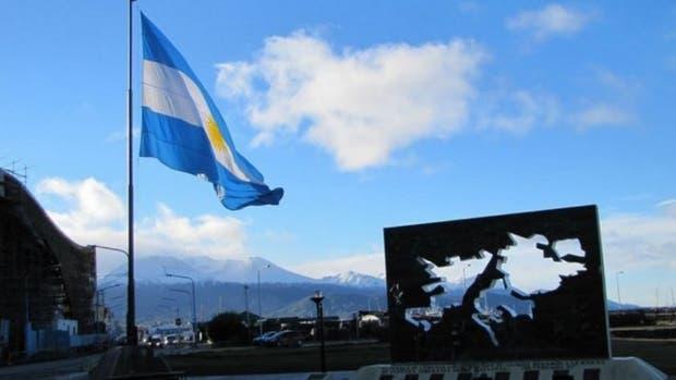 Exhumaron los restos de 60 soldados argentinos enterrados en Malvinas