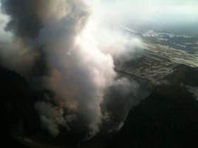 El volcán Copahue, en plena expulsión de ceniza