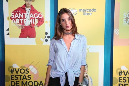 Lucia Celasco con un look casual para celebrar la moda.