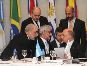 Héctor Timerman y el resto de los cancilleres acordaron que no habrá sanciones comerciales a Paraguay