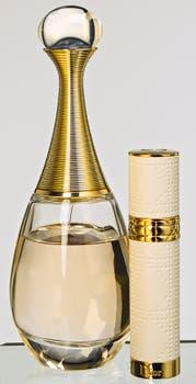J'adore EDP de 100 ml y perfumero de viaje (Dior). Foto: Silvio Zuccheri