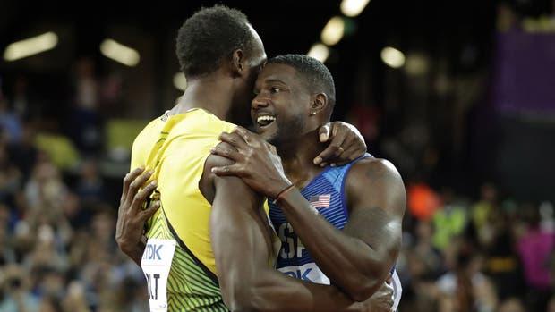 Otro momento cumbre para Gatlin, que saluda a Bolt
