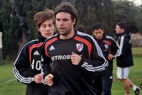 Cavenaghi dijo que en Europa jugó bastante como segundo delantero