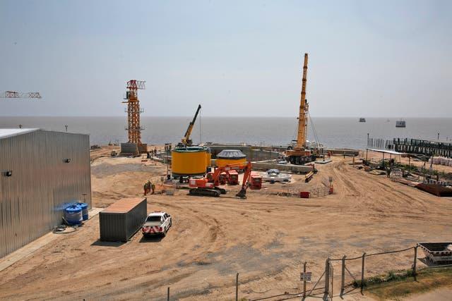 Los trabajos se realizan a escasos metros del Río de la Plata