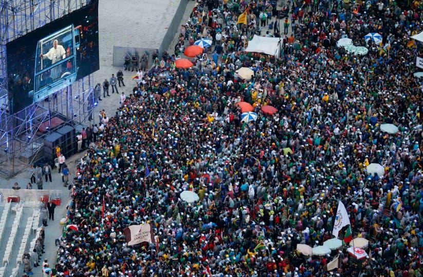 Una multitud de jóvenes, calculada en más de un millón de fieles lo esperaban desde temprano. Foto: Reuters