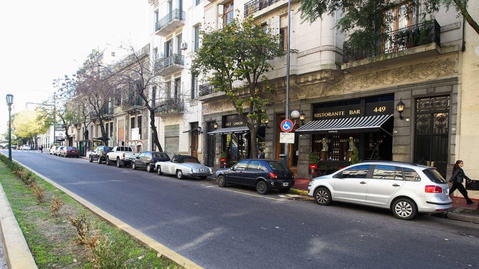 La avenida Caseros tiene una magia especial que se esconde en los edificios antiguos. Foto: LA NACION / Mauro Alfieri