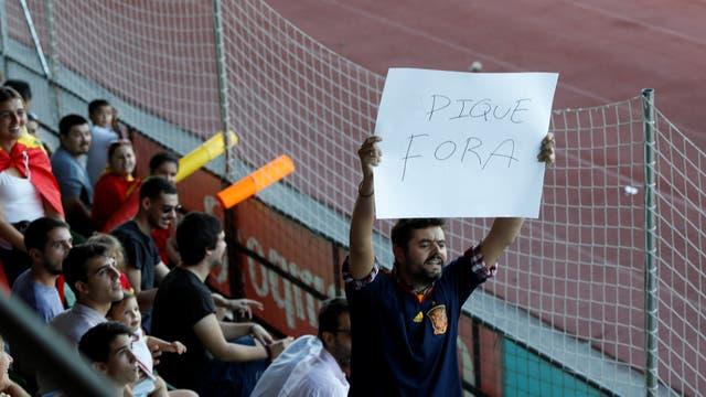 hostilidad en el recibimiento al defensor en la práctica de España