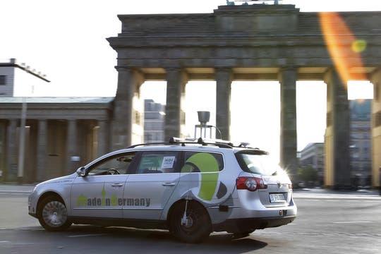 El vehículo AutoNOMOS recorre las calles de Berlín. Foto: AP