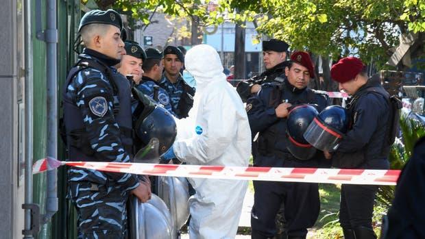 Los peritos de la policía bonaerense trabajaron ayer en el lugar donde fue encontrado el cuerpo de Araceli