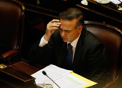 Miguel Pichetto, el presidente de la bancada oficialista, abogó a favor de la ley durante media hora. Foto: LA NACION