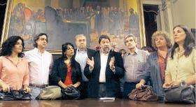 Diputados de centroizquierda, ayer, durante una conferencia de prensa