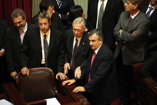 Senadores con caras largas, no hubo quórum en la sesión de hoy. Foto: LA NACION / Maxie Amena