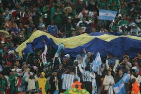 El simpatizante fallecido integraba la Banda de Lomas, que asistió al partido frente a México en el estadio Soccer City y desplegó la bandera de Boca