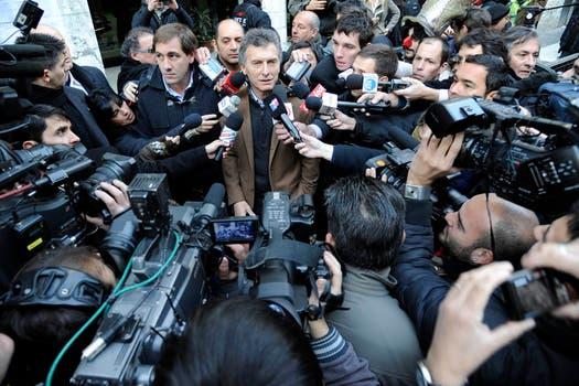 Macri ya voto y es asediado por los medios. Foto: lanacion.com / Gentileza Prensa Pro