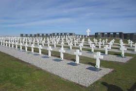 El cementerio Darwin en Malvinas, con las tumbas argentinas