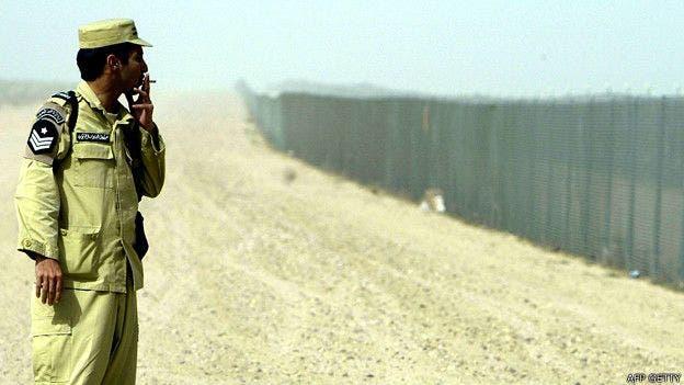 Las barreras entre Kuwait e Irak son una consecuencia directa de la invasión por parte del gobierno de Saddam Hussein
