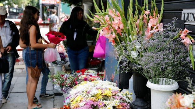 La venta de Flores no disminuyó y el público que se acerca al paseo está en ascenso. Foto: LA NACION / Ricardo Pristupluk