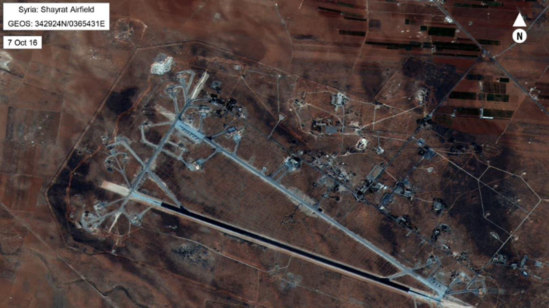Imagen satelital de la base aérea de Shayrat, al oeste de Siria