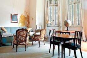 Las manchas de humedad deterioran el estado de la residencia de San Isidro