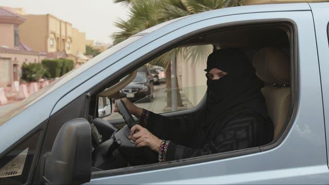 Una mujer en Riad, al volante