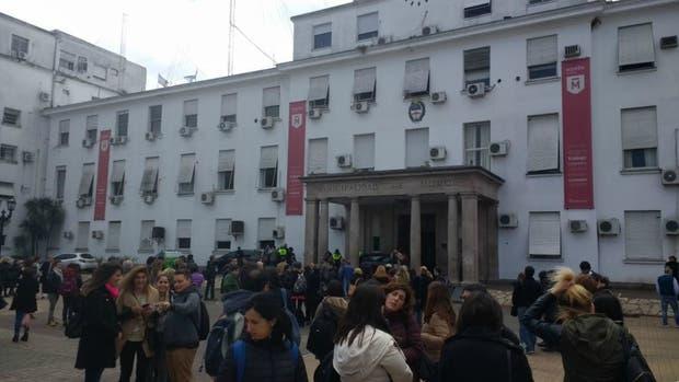 Evacuaron el Municipio de Morón por amenaza de bomba