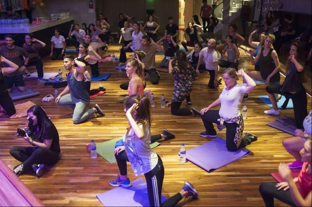 Un poco de yoga antes de la fiesta