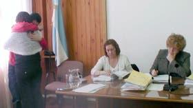 Una madre perdonó y abrazó al asesino de su hijo, durante el juicio oral, en Esquel