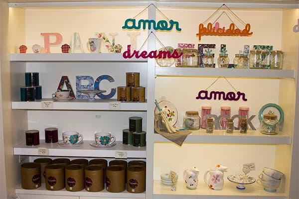También venden dulces y objetos deco para que armes tu teanner en casa. Foto: Gentileza Agustina Ferreri