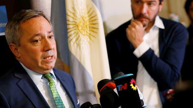 El vicecónsul general de Argentina en Nueva York, Eduardo Almirantearena, habla durante una conferencia de prensa en Nueva York