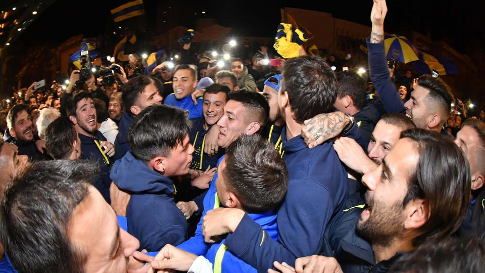 Los jugadores festejaron el cmpeonato en el hotel de Bahía Blanca, donde esperan para enfrentar a Olimpo, el partido se jugará ésta noche. Foto: AFP
