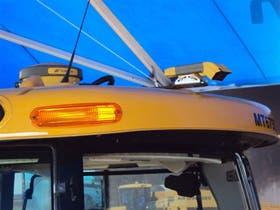 Un GPS de Topcon, montado al lado de sensores de índice verde y biomasa en la cabina del tractor