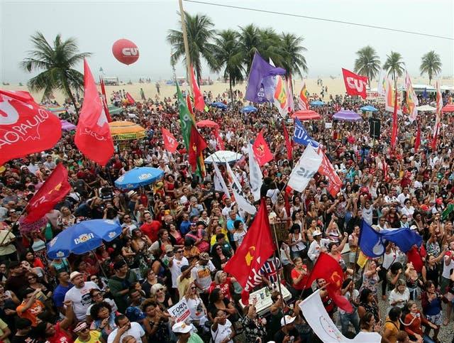 Sectores de izquierda convocaron ayer a una protesta para exigir la salida de Temer en Copacabana