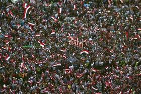 Miles de personas se concentran en cada plaza de las ciudades importantes de Egipto para protestar por la corrupción