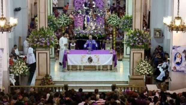 Un grupo de oficialistas venezolanos ingresó a una misa y se enfrentó con opositores