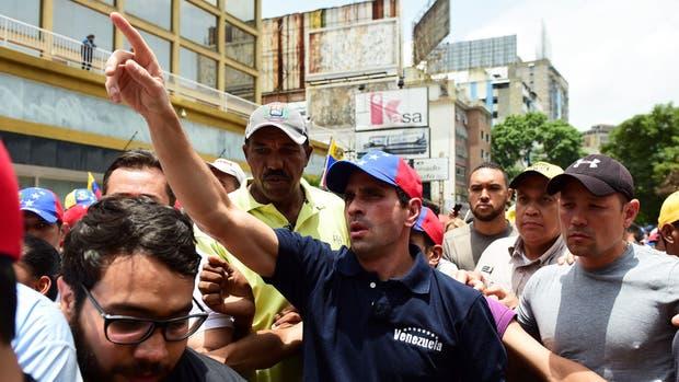 El líder opositor Henrique Capriles, ayer, durante las protestas en Caracas