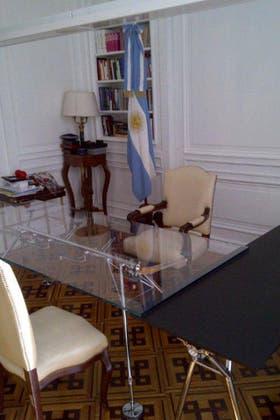La mesa Nomos en el despacho de Boudou