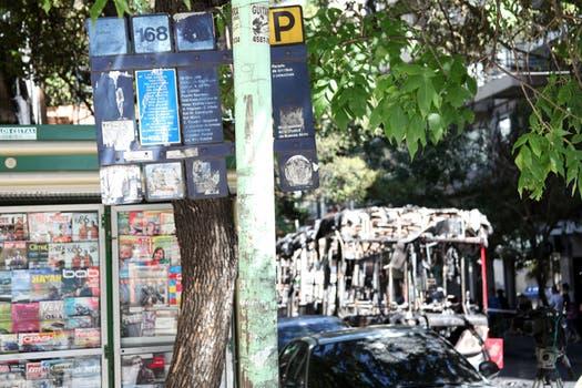 El colectivo de la línea 168 sufrió la falla mecánica en la esquina de Virrey del Pino y Moldes. Foto: LA NACION / Guadalupe Aizaga