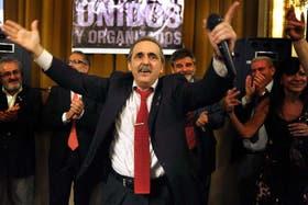 Moreno arenga a la militancia, en un acto de Unidos y Organizados, el 18 de diciembre