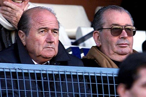 27 de junio de 2001 junto a Blatter.  Foto:Archivo