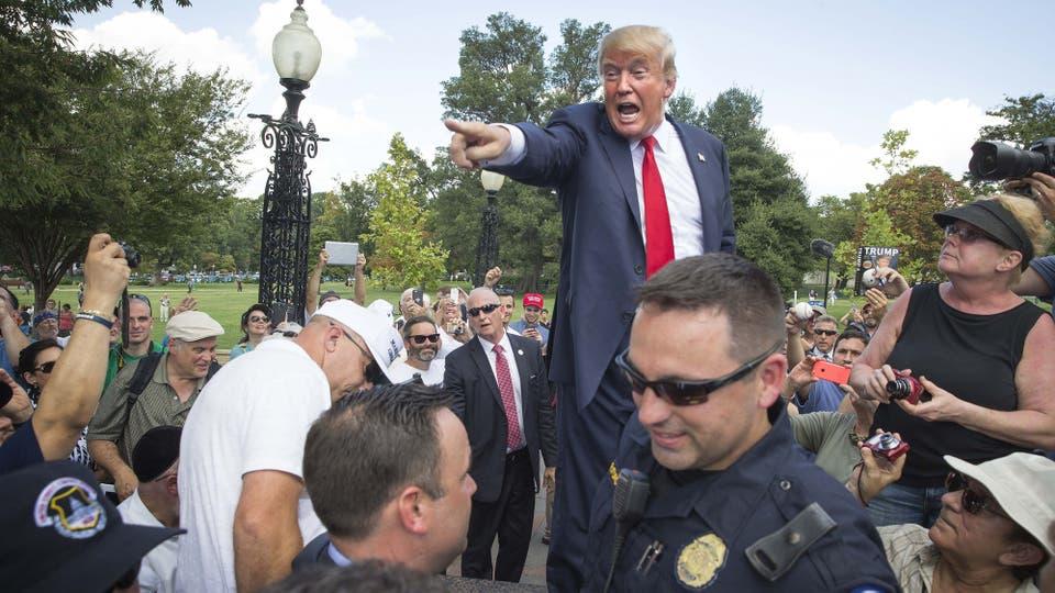 Ciudadano Trump: con gritos y gestos ampulosos, el precandidato republicano hace oír su polémico discurso
